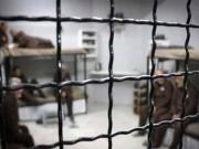 مركز فلسطين: 544 أسيرامحكومون بالمؤبد في سجون الاحتلال